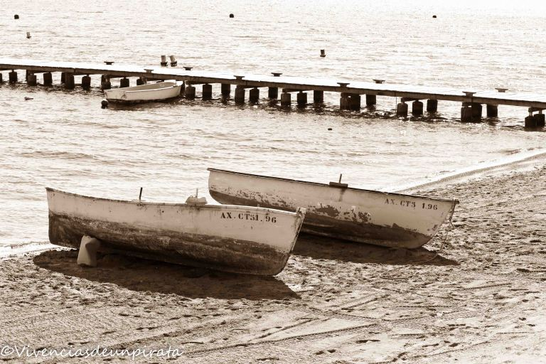 Barcas en la orilla